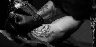 Jak sprawić, aby Twój tatuaż nie wyblakł? Te kosmetyki to absolutne must have