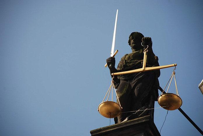 Kiedy skorzystać z pomocy adwokata a kiedy radcy prawnego